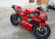 Vendo hermosa moto deportiva honda vtr 1000cc