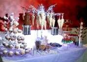 Mesa de dulces, snack y postres de regalo fuente de chocolate!