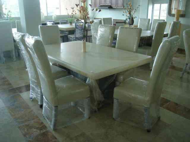 La disticion de tu comedor de onix adquierelo chihuahua for Comedores marmol para 8 sillas