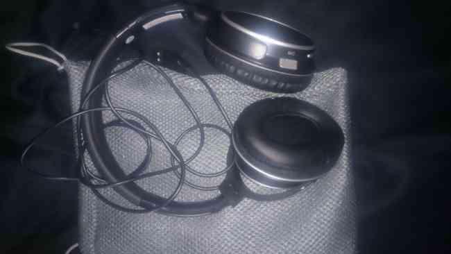 Atractivos audífonos inalámbricos