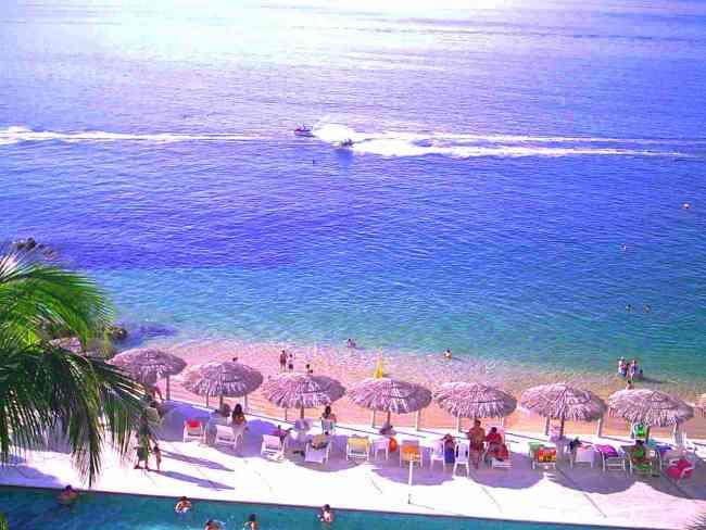 Acapulco  Departamento Vacacional CON PLAYA a la Orilla del Mar en Playa Condesa