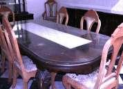 Comedor de 8 sillas c/trinchera y vitrina