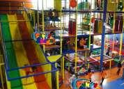 Juegos infantiles, laberintos, super resbaladillas, somos especialistas en salones de fiestas.