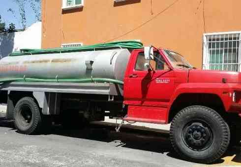 Excelente Camion tipo pipa f-600 -82