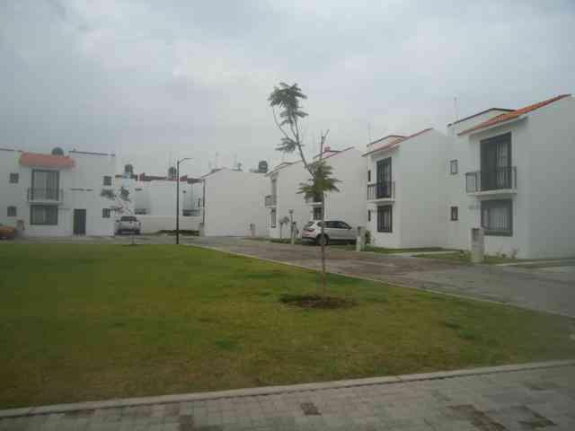 Casa en renta irapuato gto 2 niveles irapuato villas de for Casas en renta en irapuato