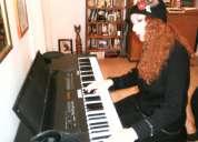 Te ofrecemos clases particulares de canto y piano todos los niveles