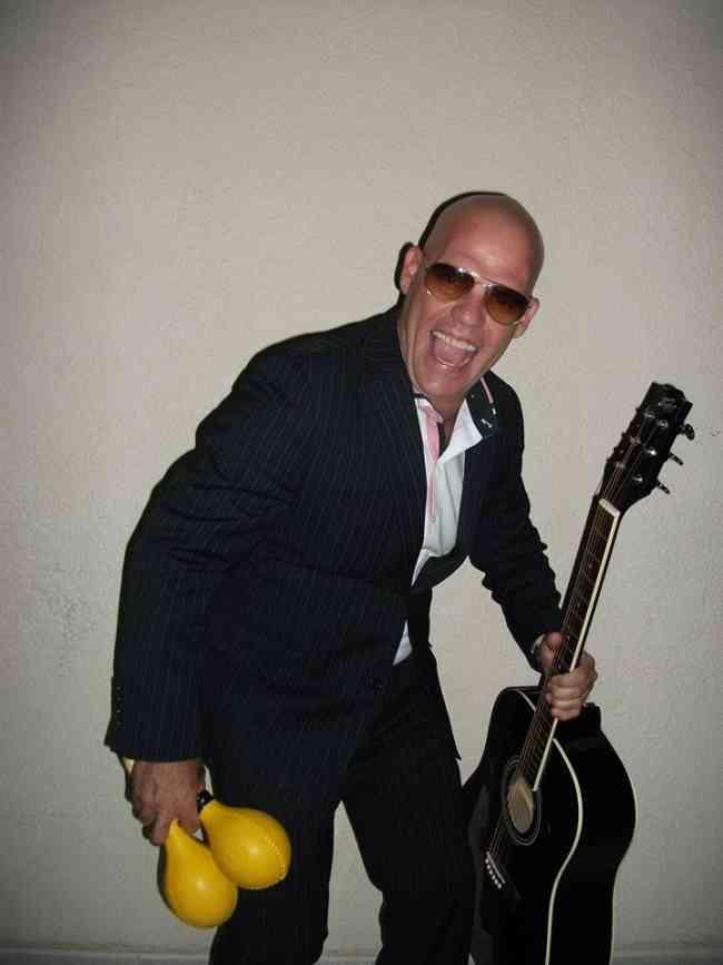Cantante cubano versatil Manny cruz..whatsap..4426135242..