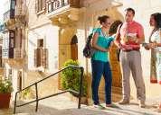 Guía de turistas en idiomas: alemán, italiano, inglés, francés.