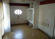 .- vive en zona centro, cuarto grande con baños grande
