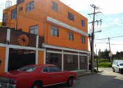 Casa 3 niveles con tres departamentos. en esquina. ubicada, muy cerca de zona de comercios.