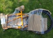 Triciclo-bicicleta nuevo para carga.