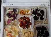 Jabones naturales de pétalos de rosas, herbales, y citricos.