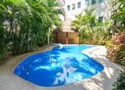 Increíbles condominios, con alberca ubicados en la entrada de playa mamitas, playa del carmen.