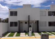 Bellas casas en lago residencial