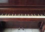 Piano vertical alto modelo estudio