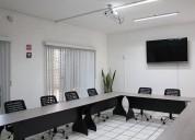 Sala de juntas equipada para tus reuniones