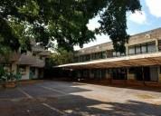 Edificio en renta con 32 locales ideal para oficinas o escuela 1418 m2