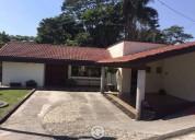 Preciosa casa en un nivel en venta