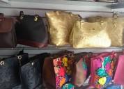 Bellas bolsas de piel con bordado artersanal