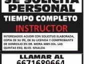 Se solicita instructor de manejo en autoescuela