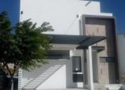 Amplia casa cerca de escuelas, bancos, plazas