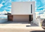 casa de 1er nivel minimalista diseno unico con vista inigualable 4 dormitorios 250 m2