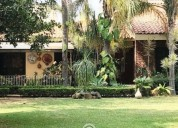 Preciosa casa con enorme jardin.