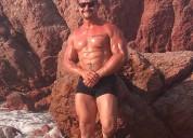Hombre musculoso da masajes eroticos