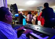 Tecladista versátil cantante músico para fiestas