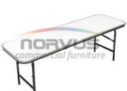 Crea espacios infantiles con mesas resistentes