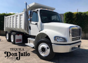 En remate camion de volteo freightliner 2015
