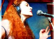 Serenatas en linea con cantante femenina versatil