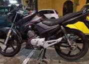 Hermosa motocicleta yamaha szr