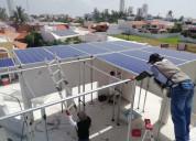 Especialista instalador de paneles solares.