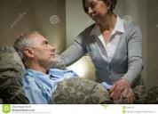 Cuidadora de pacientes mayores
