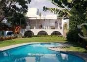 Bonita casa con amplios jardines